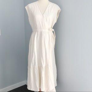 NWT Universal Threads Midi Wrap Dress Size Medium